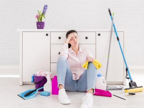 woman cleaning her home 23 2148118467 480x360 - «Я не допомагаю своїй дружині»: пост чоловіка викликав бурхливу дискусію в соціальній мережі